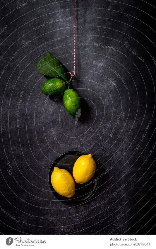 Frische Zitronen auf dunklem Tisch Frucht Lebensmittel Hintergrundbild Diät frisch grün Gesundheit natürlich organisch roh Landwirtschaft reif Vogelperspektive