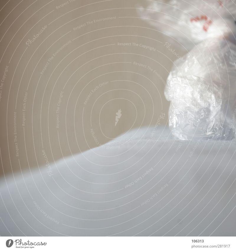 FN241670 Lifestyle alt kühlen Kühlung Beutel eisbeutel Sportunfall Schwellung Wunde abschwellen Farbfoto Innenaufnahme Textfreiraum links Textfreiraum unten Tag