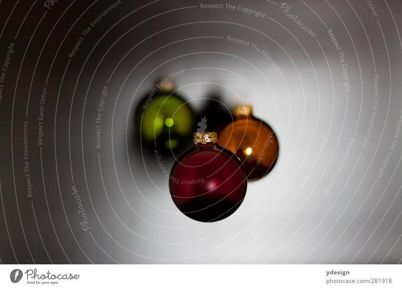 Christmas Dekoration & Verzierung Glas Kugel Weihnachten Christbaumkugel Glaskugel Vorfreude Farbfoto Studioaufnahme Nahaufnahme Detailaufnahme Experiment