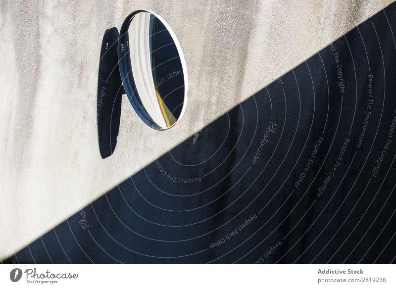 Garagenspiegel Spiegel Park PKW Kreis Schatten Linie gelbe Linie Wand Beton Tür Hauseingang Tor Zugang Fahrzeug Verkehr Symbole & Metaphern Signal schwarz