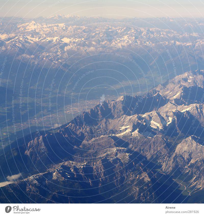 Ins Blaue hinein Ferien & Urlaub & Reisen Berge u. Gebirge Luftverkehr Landschaft Schönes Wetter Alpen Gipfel Schneebedeckte Gipfel Bundesland Tirol Inntal