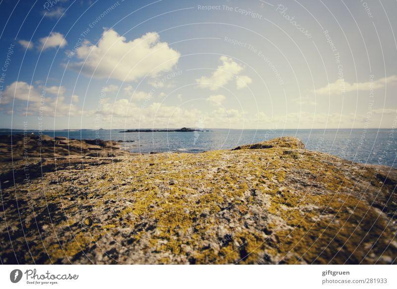 weitblick Umwelt Natur Landschaft Urelemente Erde Wasser Himmel Wolken Horizont Sonne Sommer Wetter Schönes Wetter Felsen Wellen Küste Meer Insel blau Ferne