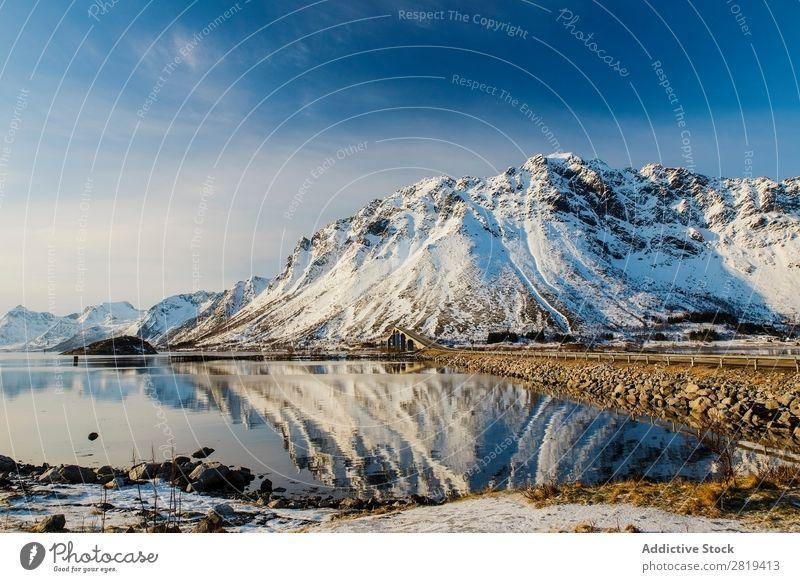 Eva Ozkoidi_Atemberaubende Aussicht auf den Lofoen, Norwegen Fjord See lofoten Eis artic Straße Weg Küste Felsen Meer Ferien & Urlaub & Reisen fantastisch