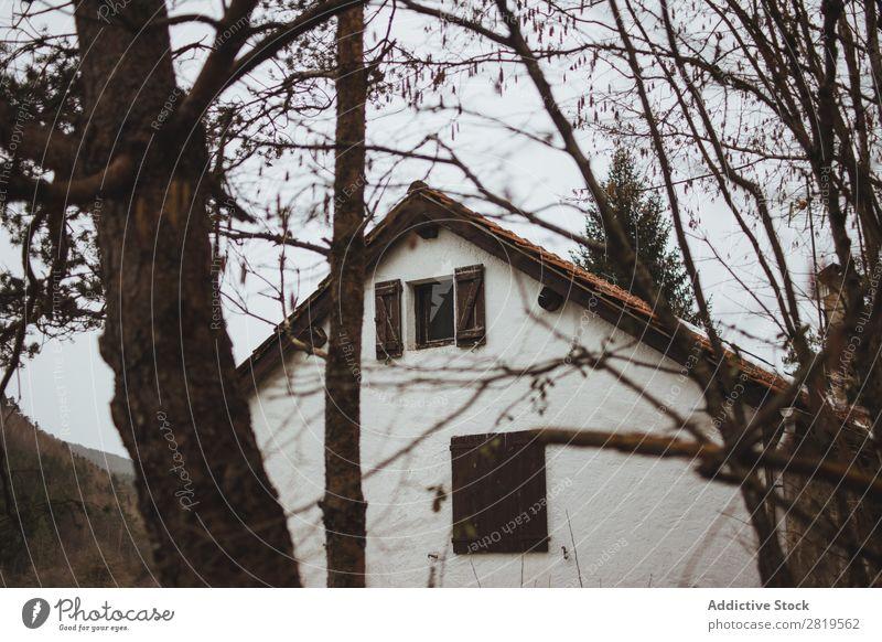 Kleines Haus im Winter Natur klein heimwärts Architektur Gebäude natürlich Anwesen Landschaft schön Umwelt Strukturen & Formen Konstruktion Außenseite Wald