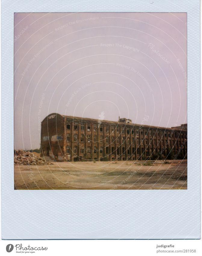 Industrieromantik alt dunkel Gebäude Stimmung kaputt Wandel & Veränderung Vergänglichkeit Fabrik Bauwerk Vergangenheit Verfall Ruine stagnierend Industrieanlage