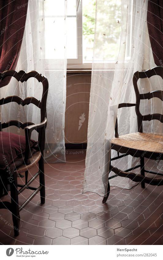 Sommermorgen Wohnung Haus Innenarchitektur Möbel Stuhl Raum Wohnzimmer Mauer Wand Fenster alt retro braun rot weiß Gardine Fliesen u. Kacheln Vorhang