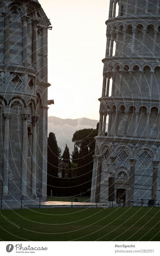 Torre pendente Stadt Architektur grau Gebäude Kirche Turm Bauwerk Neigung Säule Wahrzeichen Bildausschnitt Sehenswürdigkeit Dom Pisa Campanile
