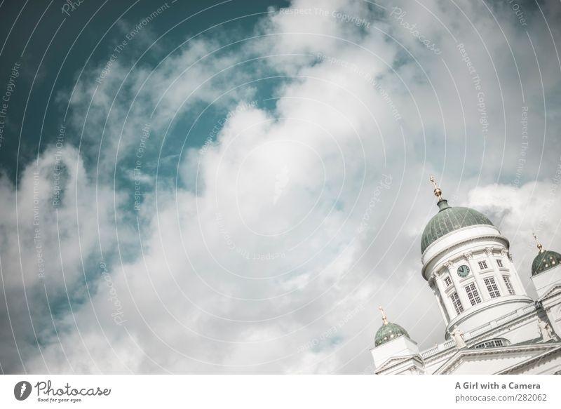 let's meet in Helsinki alt weiß Haus Architektur Religion & Glaube Gebäude Fassade authentisch hoch Bauwerk historisch Neigung Stadtzentrum Dom Hauptstadt