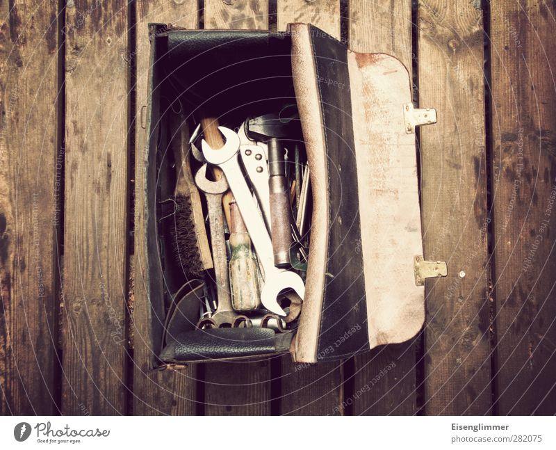 Tooltime alt Arbeit & Erwerbstätigkeit glänzend Werkzeug anstrengen Holzfußboden fleißig Bürste Ordnungsliebe Dielenboden Schraubendreher Werkzeugkasten