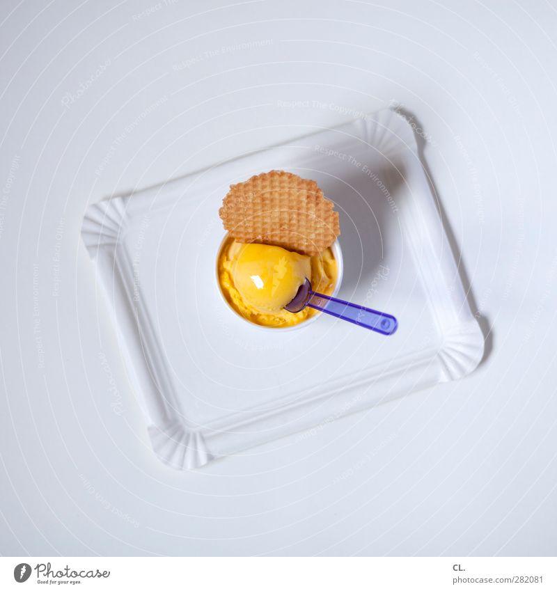 eis Lebensmittel Dessert Speiseeis Ernährung Essen Teller Schalen & Schüsseln Löffel Diät Erholung genießen kalt süß gelb violett Freude Glück Lebensfreude