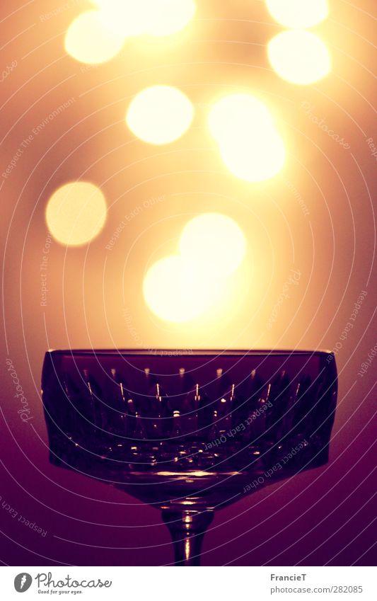 Glass of Bokeh elegant Dekoration & Verzierung Lampe fliegen glänzend leuchten träumen dunkel hell hoch rund Wärme weich braun gelb gold violett weiß Stimmung