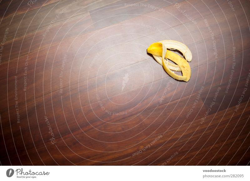 Bananenschale sich[Akk] schälen geschält Bioprodukte Desaster Risiko Unfall, der darauf wartet, dass etwas passiert. Gefahr ausrutschen Glätte Problematik