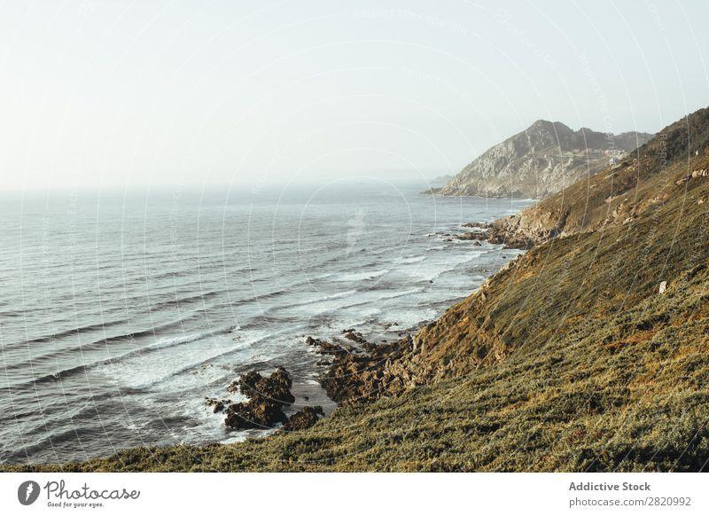 Felsige Küste des Ozeans Meer Felsen Landschaft Küstenstreifen Tourismus Perspektive Berge u. Gebirge natürlich winken Abenteuer Meereslandschaft Natur Aussicht