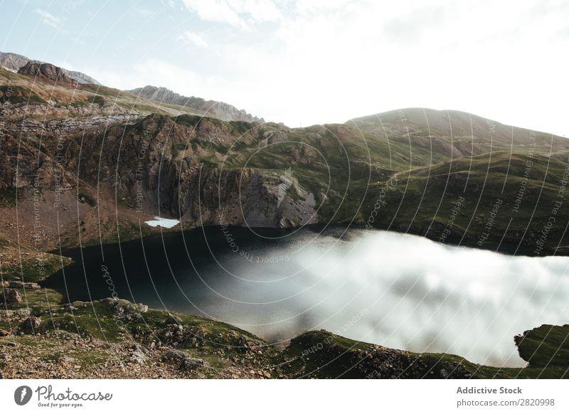 Spiegelsee in den Bergen Berge u. Gebirge See Landschaft Umwelt malerisch Wildnis Panorama (Bildformat)