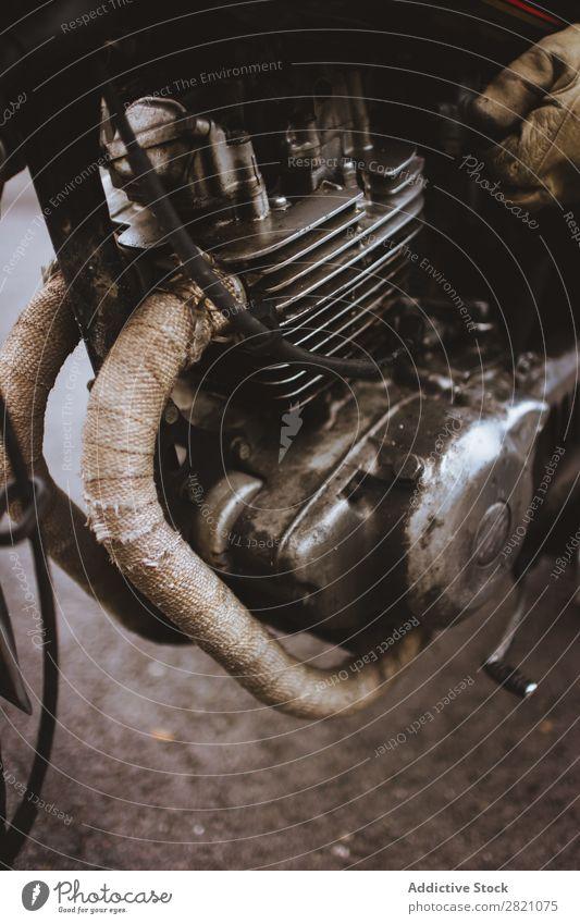 Zuschneiden eines Teils des alten Motorrads Metall Lokomotive Teile u. Stücke rau Kraft Maschine Verkehr Stahl Fahrzeug Eisen Chrom Ferien & Urlaub & Reisen
