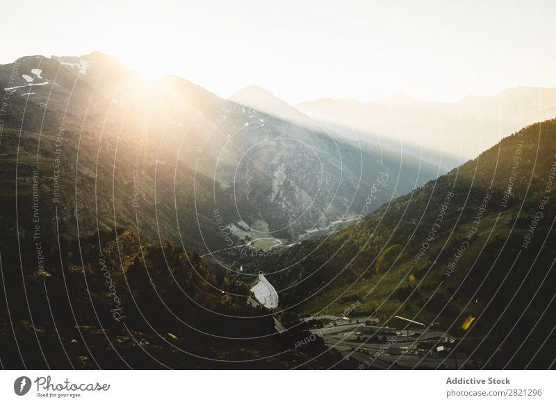 Tallandschaft in den Bergen Landschaft Berge u. Gebirge Natur Ferien & Urlaub & Reisen Panorama (Bildformat) Abenteuer Straße Aussicht Szene natürlich