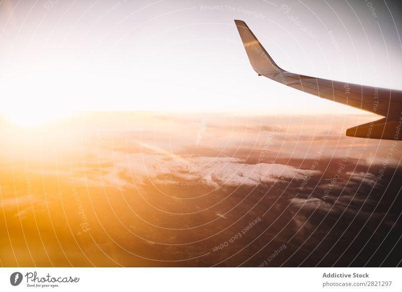 Flugzeugflügel auf der Landschaft Wolken Berge u. Gebirge Panorama (Bildformat) malerisch Natur harmonisch Freiheit Inspiration Fliege Atmosphäre Tragfläche