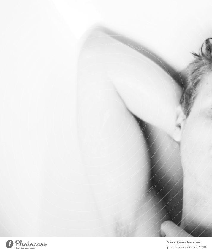 ... maskulin Junger Mann Jugendliche Körper Haut Haare & Frisuren Gesicht Rücken Arme 1 Mensch 18-30 Jahre Erwachsene blond kurzhaarig liegen kalt nackt nass