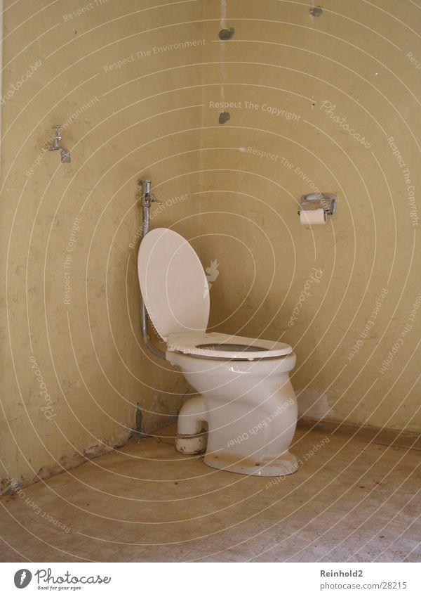 Altbau alt Papier Toilette Stillleben Rolle Fototechnik