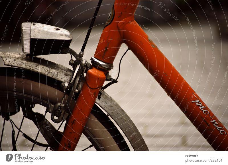pic-nic Design Ausflug Städtereise Fahrradfahren Straße alt einfach orange Farbfoto Außenaufnahme Nahaufnahme Menschenleer Morgen Schwache Tiefenschärfe