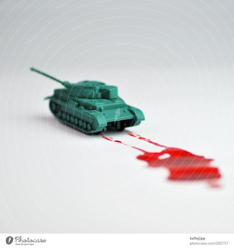 kriegsspiele Beruf Wirtschaft Fahrzeug rot Krieg Krise Frieden Blut Panzer Blutspur rollen Spuren Rüstung Tod töten Industriefotografie Waffe Gewalt Freisteller