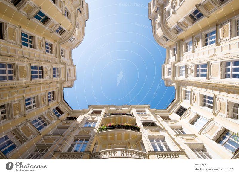 u schön Haus Fenster Architektur Gebäude Stil Fassade Häusliches Leben Perspektive Bauwerk Balkon Reichtum Wolkenloser Himmel Innenhof himmelwärts aufstrebend
