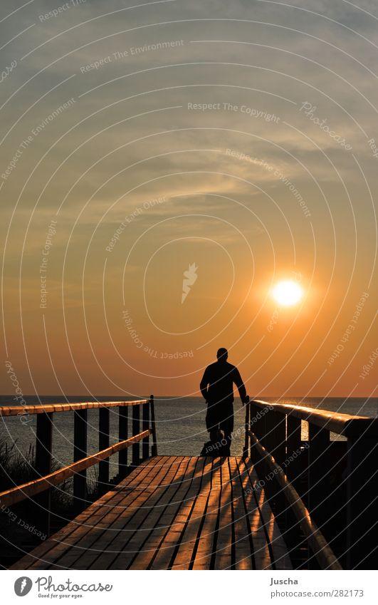 Der Sonne hinterher Himmel Natur Wasser Ferien & Urlaub & Reisen Sommer Meer Strand Erholung Umwelt Ferne Gefühle Wege & Pfade Küste Stimmung orange