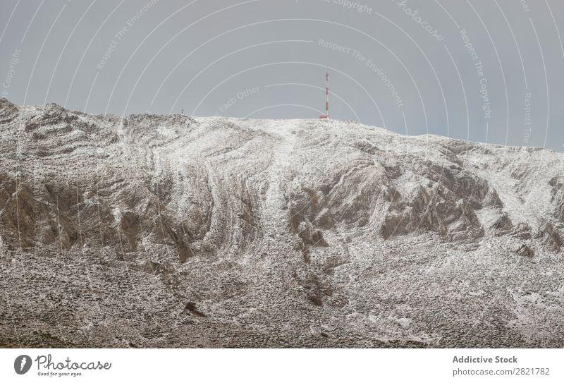 Ruhiger Berg mit Schnee bedeckt Hügel Berge u. Gebirge Turm Dachboden Natur Landschaft weiß Winter Panorama (Bildformat) kalt schön Aussicht Jahreszeiten Wolken