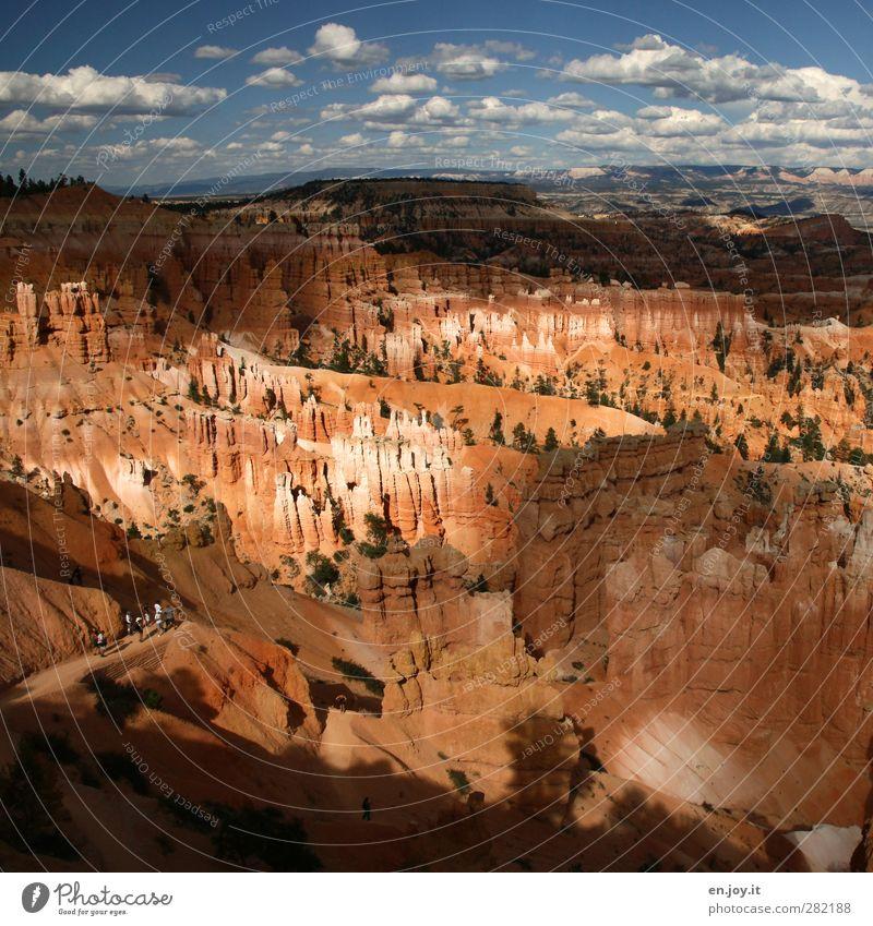 Fairyland Natur blau Ferien & Urlaub & Reisen Wolken Landschaft Wege & Pfade Zeit Felsen braun außergewöhnlich orange wandern Tourismus Abenteuer