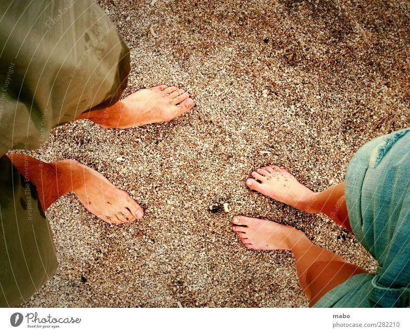 Gegenüberstellung. Strand Mensch maskulin feminin Junge Frau Jugendliche Junger Mann Erwachsene Freundschaft Paar Partner Beine Fuß 2 18-30 Jahre genießen