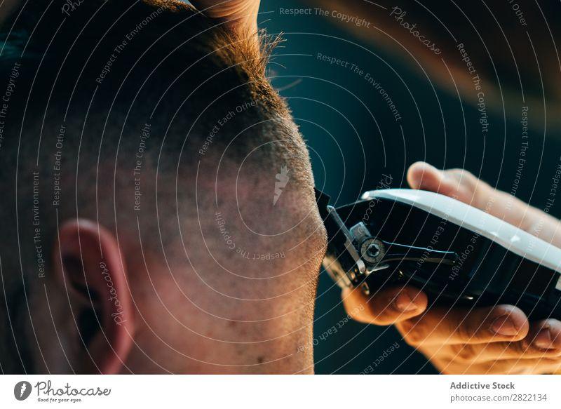 Maschinenpflege Männerkopf Friseursalon Kunde Haarkleid Behaarung Salon schwarz Mann Jugendliche Klient Haare schneiden Haare & Frisuren Fürsorge professionell