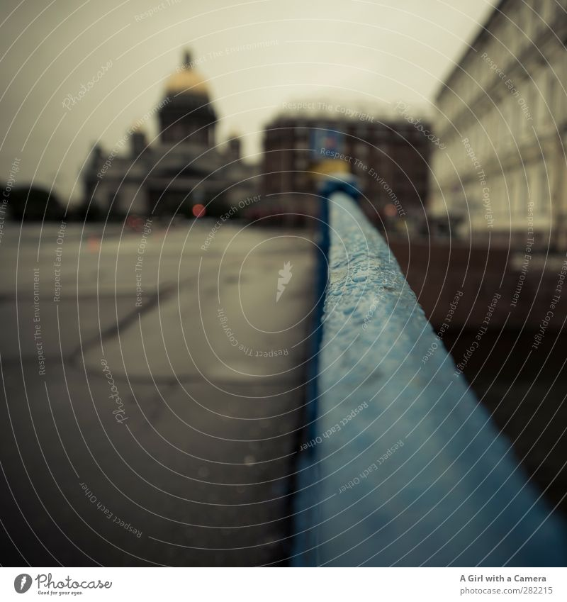 St Petersburg Stadt Wolken Haus Architektur Wetter gold trist Geländer Bauwerk Stadtzentrum Sehenswürdigkeit Dom Russland schlechtes Wetter Hafenstadt Palast