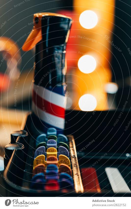 Verschiedene Geräte für den Haarschnitt Friseursalon außergewöhnlich Behaarung Salon Kulisse Stil professionell Beautyfotografie Mode Sprühgerät Kopf mehrfarbig