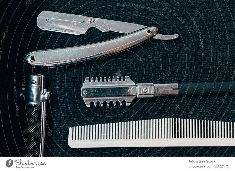Ausrüstung für Rasur und Haarschnitt Friseursalon Gerät außergewöhnlich Behaarung Rasieren Rasierer Salon Kulisse Stil professionell Beautyfotografie Mode