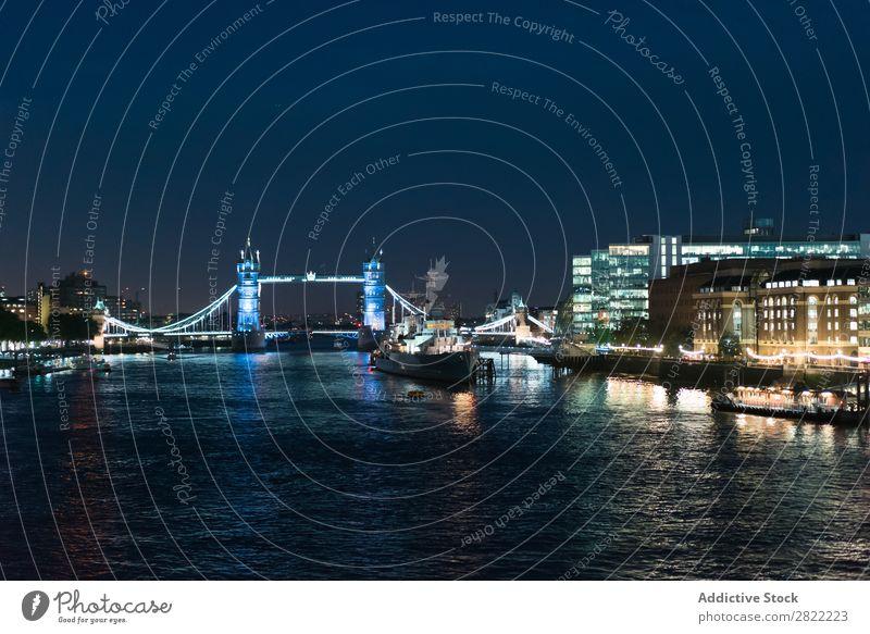 Leuchtender Stadtdamm in der Nacht Skyline Stauanlage Tourismus Brücke London Wahrzeichen England Licht Architektur Ferien & Urlaub & Reisen Strukturen & Formen