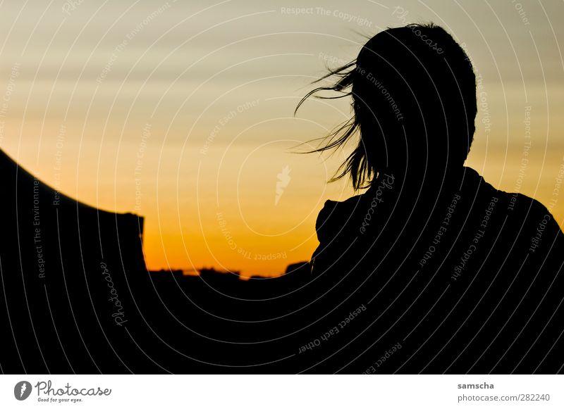 Die Sonne ist weg... Mensch Frau Himmel Jugendliche Ferien & Urlaub & Reisen Meer Strand schwarz Erwachsene gelb Ferne dunkel feminin Junge Frau Glück träumen