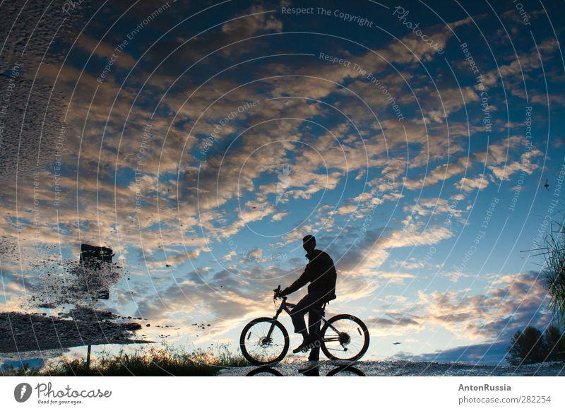 Reflektierender Himmel Tribüne Fahrradfahren Mensch maskulin Junger Mann Jugendliche Erwachsene 18-30 Jahre Umwelt Natur Landschaft Wolkenloser Himmel Herbst