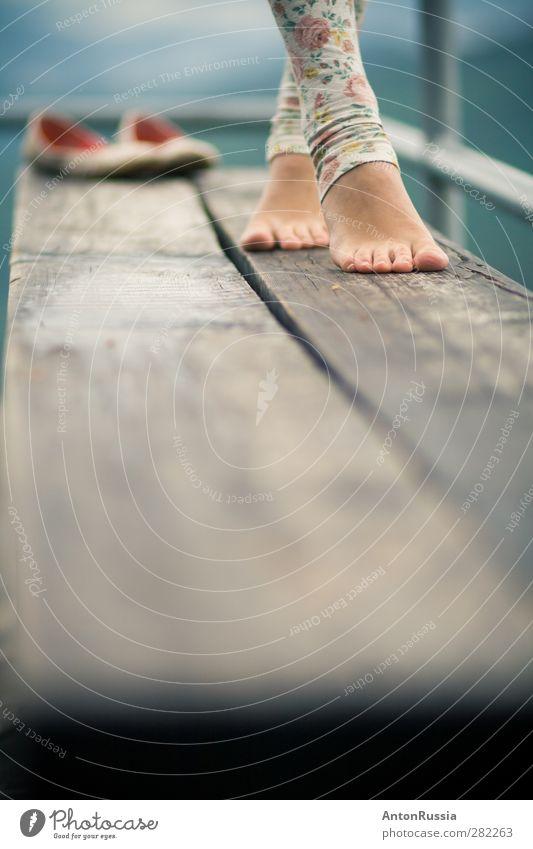 Sturmhöhe elegant Wellness Mensch feminin Junge Frau Jugendliche Erwachsene Beine Fuß 1 18-30 Jahre Natur Wetter Strumpfhose Schuhe Bank laufen stehen Freude
