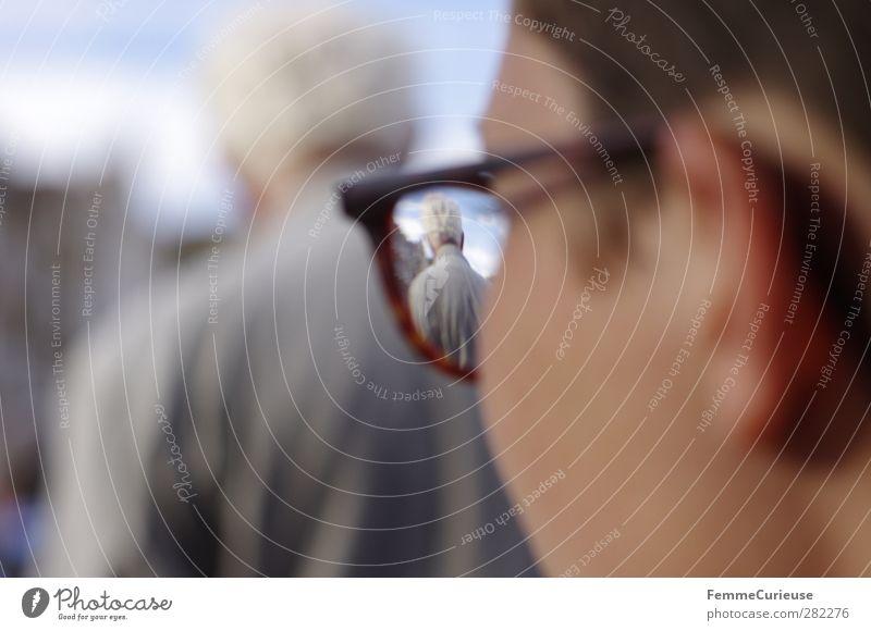 Opa. Mensch Frau Himmel Mann Jugendliche alt Erwachsene Junge Frau Senior grau Familie & Verwandtschaft 18-30 Jahre hoch beobachten Brille Vergänglichkeit