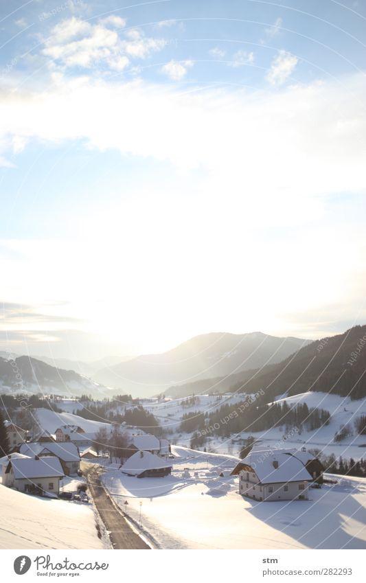 wintersonne Himmel Natur Ferien & Urlaub & Reisen Wolken ruhig Landschaft Winter Haus Wald Erholung Umwelt Ferne Straße Berge u. Gebirge Schnee Freiheit