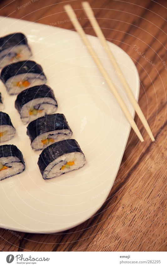 vegetarisches Sushi natürlich Ernährung Fisch lecker Teller Mittagessen Japanisch Fingerfood
