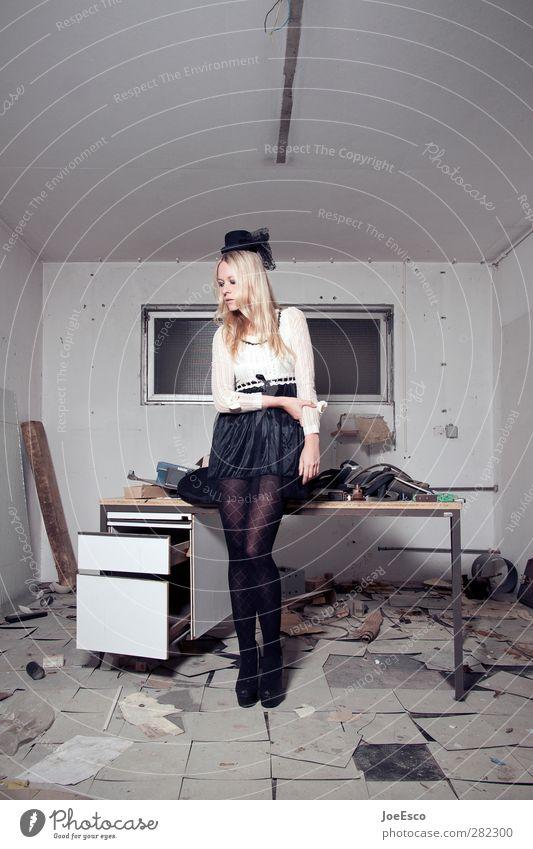 #242655 Frau Jugendliche Erwachsene Stil Denken Mode Büro träumen 18-30 Jahre Raum Wohnung warten Lifestyle Studium Häusliches Leben einzigartig
