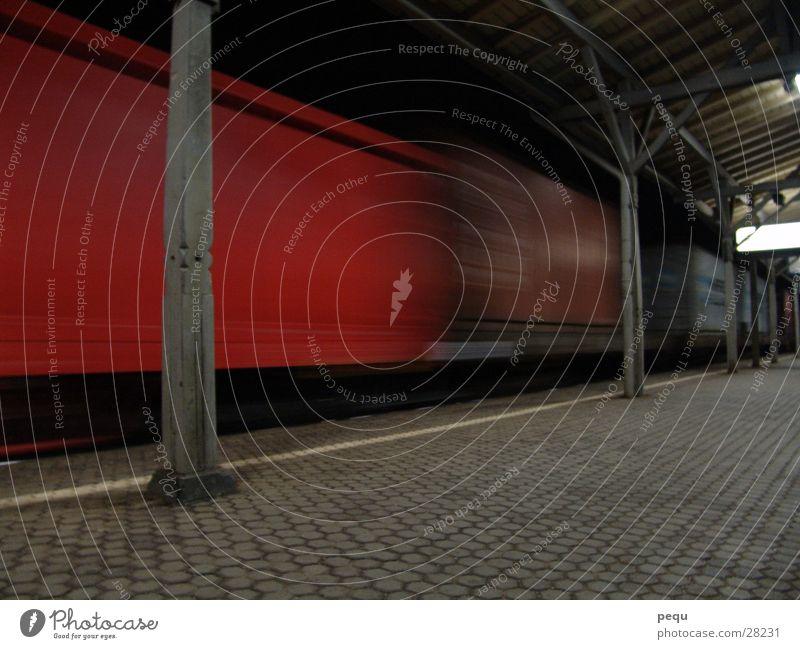 you cannot pass Eisenbahn fahren rot dunkel Verkehr Bahnhof