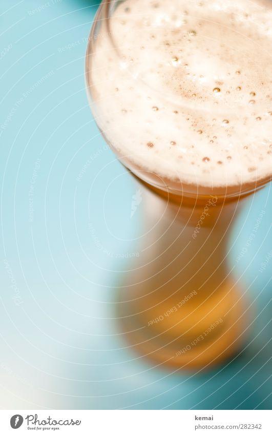 888 Luftblasen Getränk Erfrischungsgetränk Alkohol Bier Weizenbier Glas Bierglas Weizenglas Biertulpe Gesundheit groß lecker blau gold voll Farbfoto