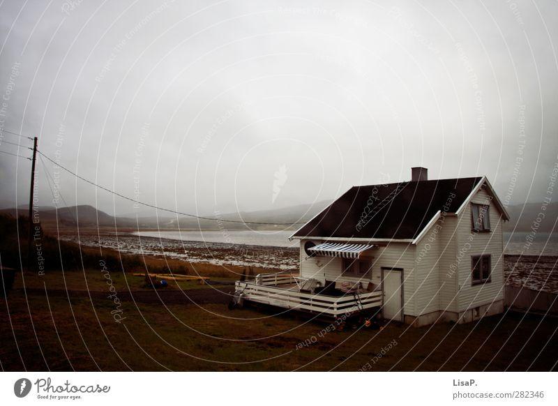 So lonely Natur blau Einsamkeit Haus Erholung Umwelt Fenster dunkel Küste grau See Garten Tür Wohnung Nebel Häusliches Leben