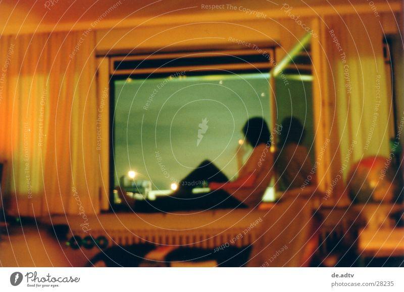 SOMMER 2001 II Mann Himmel blau ruhig Wolken Einsamkeit Erholung Fenster Freiheit Raum orange Aussicht Rauchen Globus Vorhang
