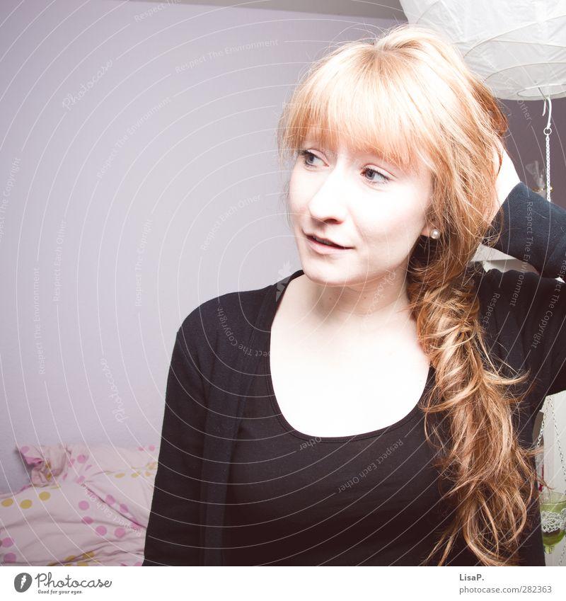 Haare schön. feminin Junge Frau Jugendliche Kopf Haare & Frisuren Gesicht 1 Mensch 18-30 Jahre Erwachsene rothaarig langhaarig Pony Blick träumen