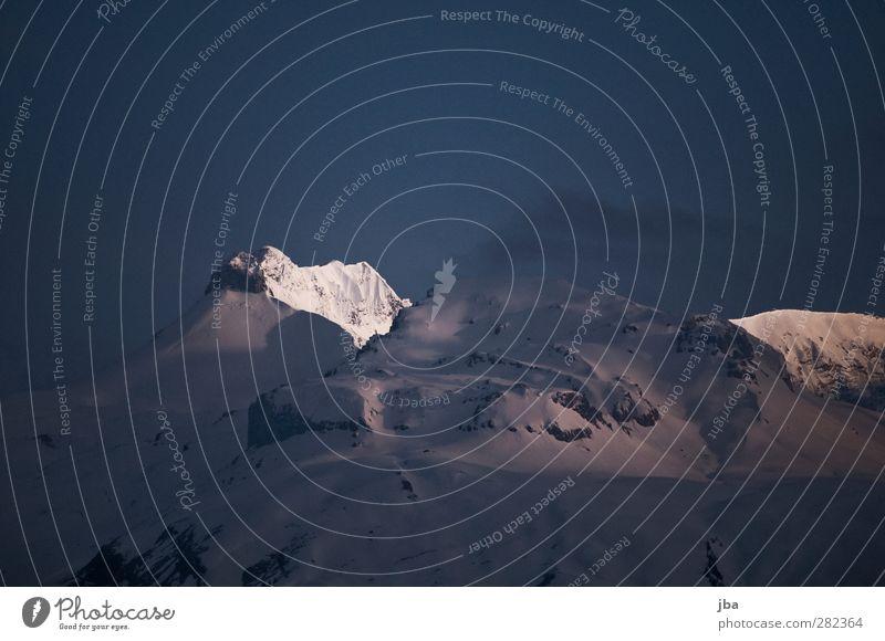 frühmorgens Natur alt blau Landschaft ruhig Ferne Winter kalt Berge u. Gebirge Leben Frühling Schnee Felsen wild frisch hoch
