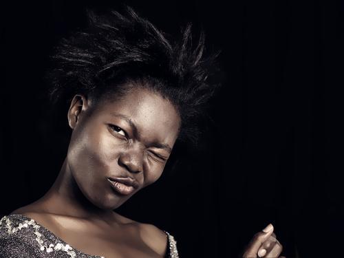 Black and Brown is no Fashion-No-Go Mensch Jugendliche Freude schwarz Erwachsene feminin Junge Frau Erotik Gefühle Kopf Party Feste & Feiern 18-30 Jahre braun