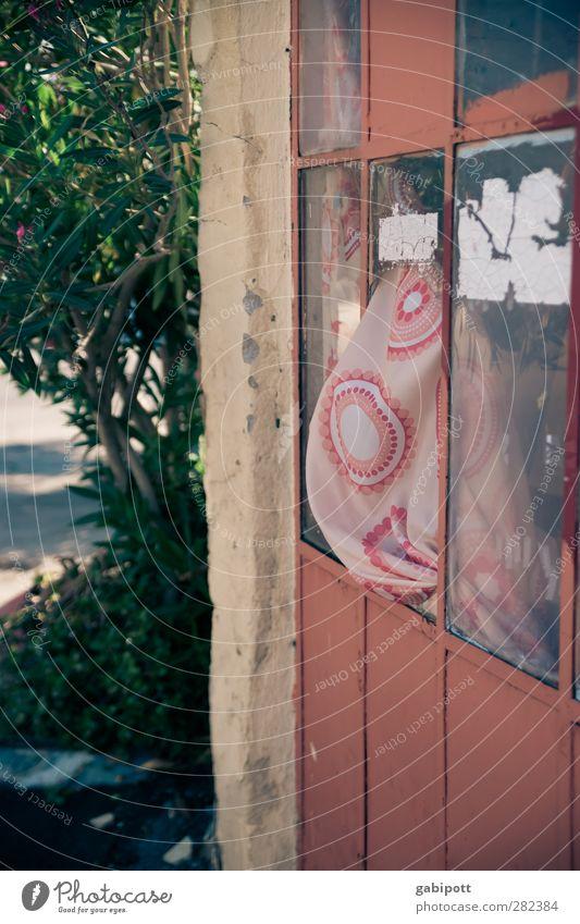 ohne titel alt rot Haus Fenster Wand Mauer Gebäude Zeit braun Tür Fassade Häusliches Leben kaputt retro Vergänglichkeit Dorf